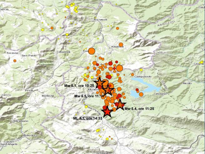«Quattro scosse,  mai vista  serie simile»Fronte nuovo del sisma di agosto Grafico