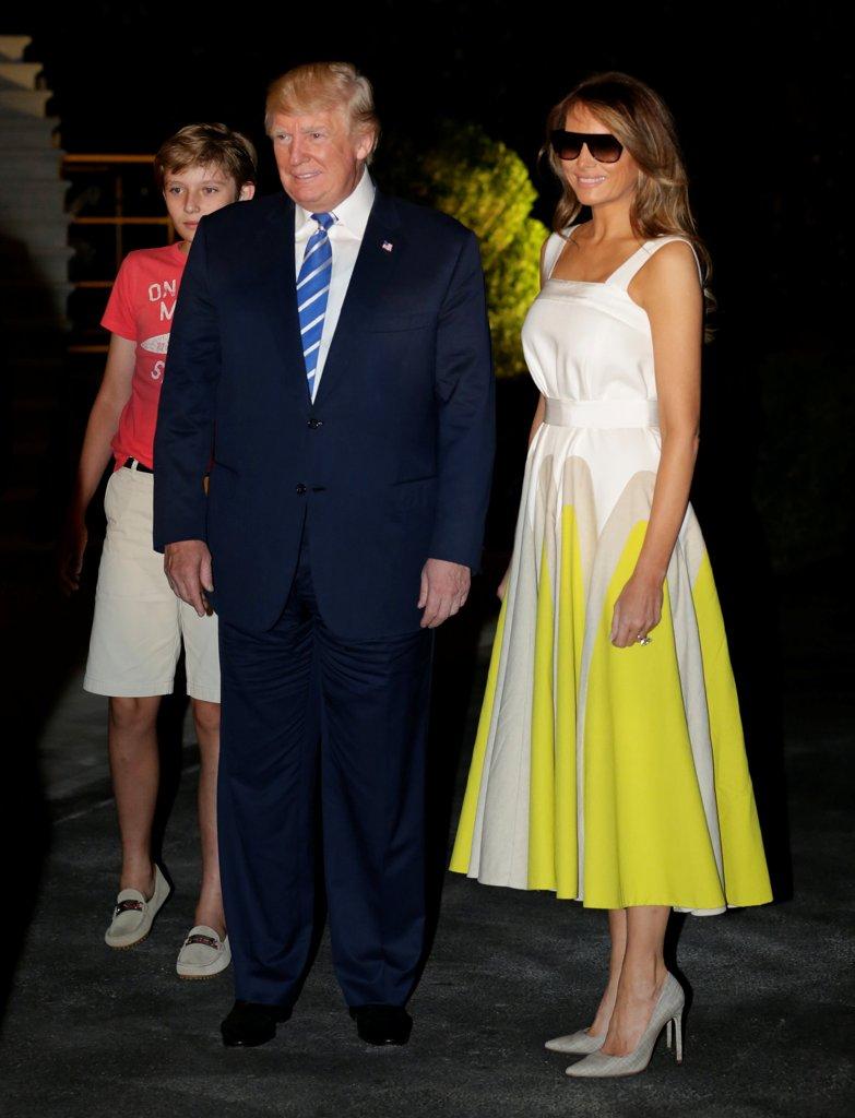 Trump 21 World Depicted As Greek Deity Gaia From: Ivana Trump-Melania, Lite A Distanza Fra Le Donne Del