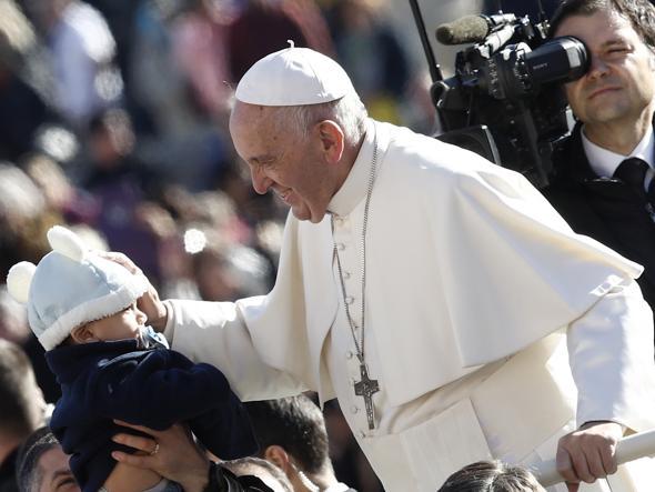 Papa: ho debole per vecchiette, messa latino è eccezione