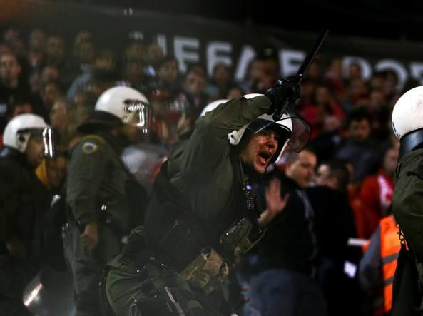 Attentato a capo arbitri. Stop al calcio in Grecia