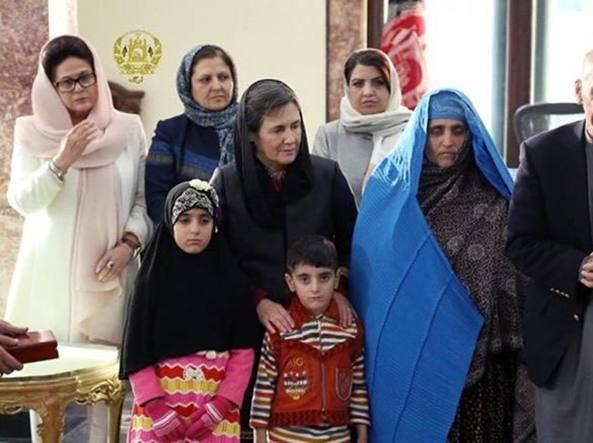 Pakistan, arrestata la donna afghana di Steve McCurry