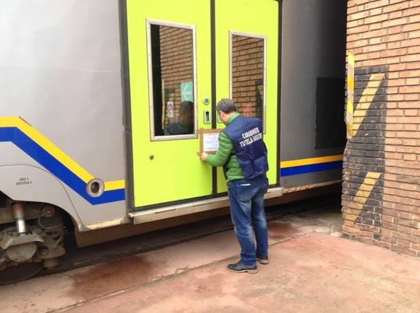 Scarichi dei bagni sui binari, carabinieri sequestrano 30 vagoni a Trenitalia