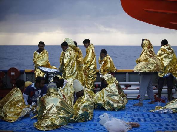 I soccorsi della Guardia costiera italiana
