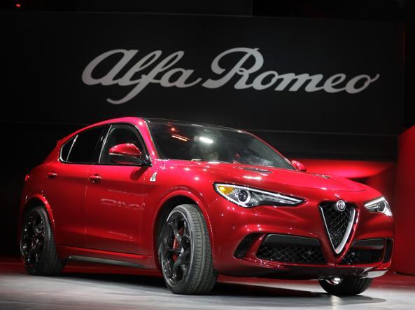 Il suv Alfa Romeo Stelvio in versione Quadrifoglio al Salone di Los Angeles