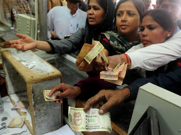 Risultati immagini per india rivolta denaro