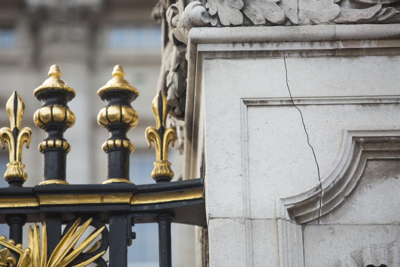 Londra crepe e impianti logori 369 milioni alla regina for Quanto costa la corona della regina elisabetta