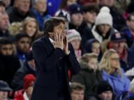 Conte, il contorsionista della panchina, porta il suo Chelsea in testa alla Premier