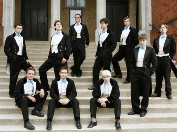 Un'immagine tratta dalla serie tv  «The riot club», che racconta la vita debosciata dei membri dell'esclusivo Bullingdon Club di Oxford, di cui hanno fatto parte, tra gli altri, l'ex premier laburista Tony Blair, l'ex premier conservatore David Cameron e l'ex sindaco di Londra  Boris Johnson