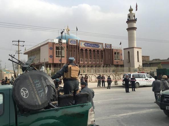Kabul, strage di sciiti in moschea