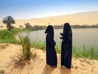 Scimmia di Gheddafi toglie il velo a una ragazza: è guerra fra le tribù