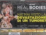 Censurato il poster di Real Bodies: Stop del garante: «È indecente»