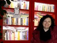 Elena, la casetta dello scambio e i 10 mila libri ricevuti in dono