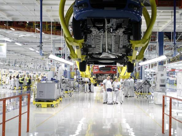 Metalmeccanici: firmato accordo per rinnovo contratto, 92 euro in più al mese