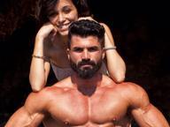 Carlo gonfia i muscoli e sogna di incontrare Schwarzenegger