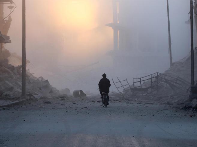 Aleppo, Assad avanza sui ribelli Centinaia di civili in fuga
