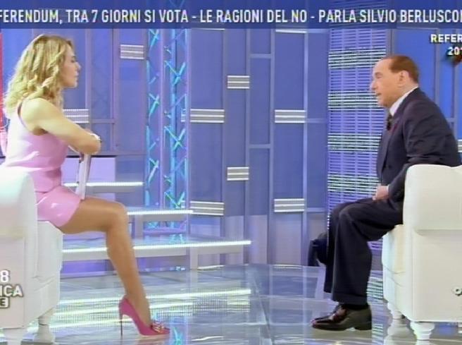 Berlusconi: «Pensavo al ritiro, ma torno in campo». Renzi: «Rischio governo tecnico» Video