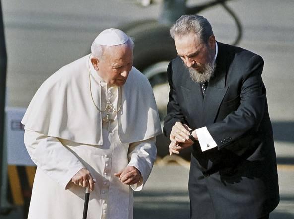 Giovanni Paolo II e Fidel Castro all'Avana nel 1998 (Ap)