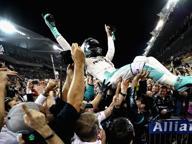 F1, Rosberg campione: «Mettete la musica a palla che comincia la festa»