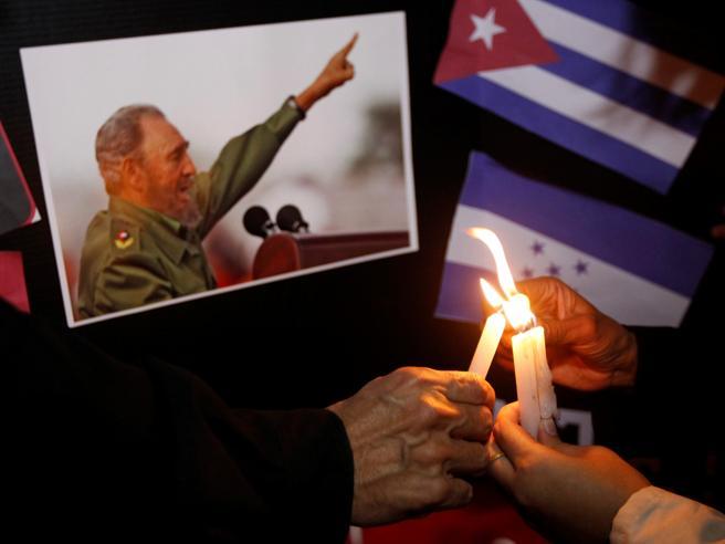 «I funerali del popolo» per il Líder MáximoPoi le ceneriattraverseranno Cuba
