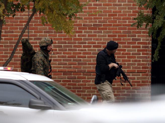 Ohio,  travolge studenti con l'auto in un  campus: «Non escluso terrorismo» Il blitz della polizia  | Video