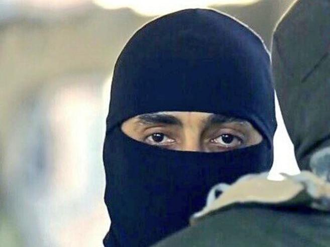 Isis, l'addestratore spiega come uccidere i nemici «È un ex militare francese»