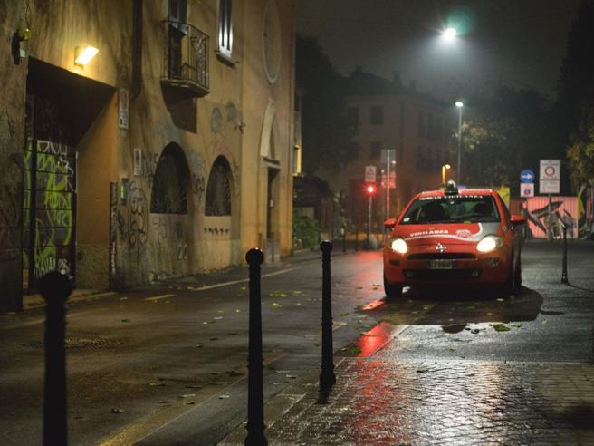La notte «matta» di via MagolfaPicchiato e lanciato in un fosso