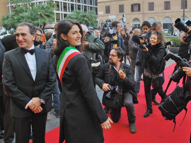 Teatro dell'Opera, si inaugura la stagione: la sindaca Raggi   fa il red carpet ma poi va via  foto