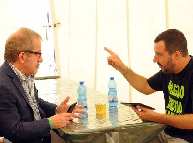 Salvini a Maroni: «Bufala il patto lombardo». La replica: soldi veri