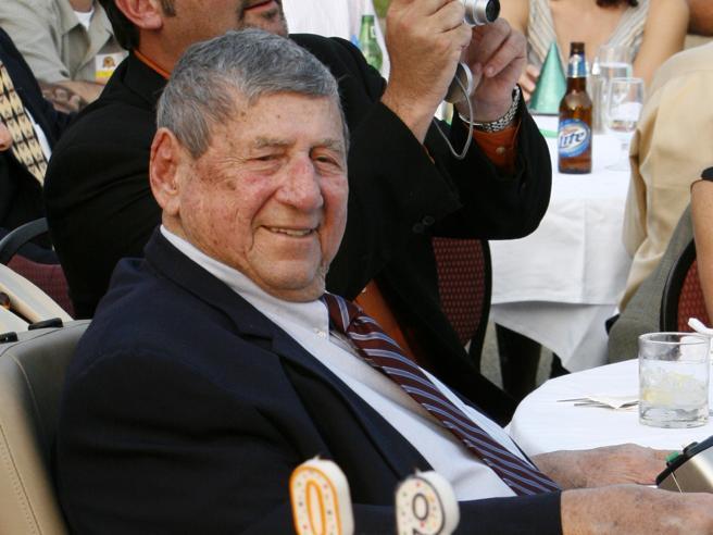 Morto l'inventore del  Big Mac Jim Delligatti aveva 98 anni Foto