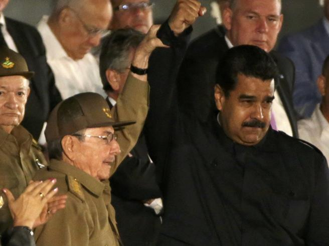 Cuba, Raul saluta i leader del mondo: «Hasta la victoria» Foto