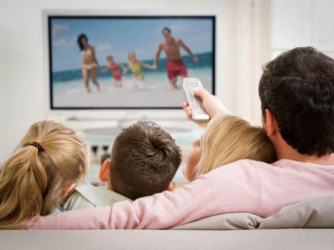 Natale 2016, il TV (e i suoi accessori): il miglior regalo per tutta la famiglia