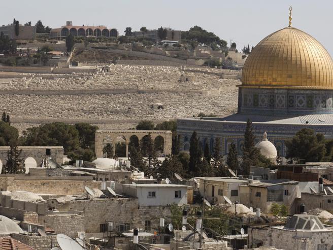 """Voto Unesco, il Vaticano  e Israele """"Non  si neghi la storia biblica"""""""