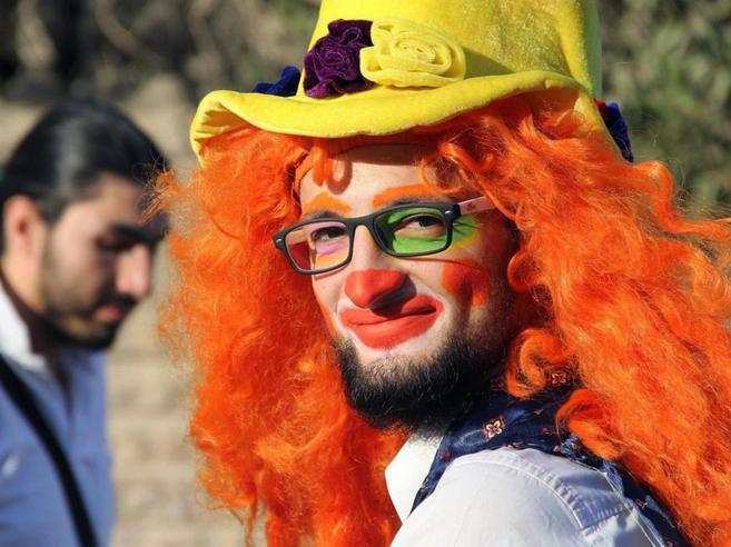 Il clown di Aleppo muore  sotto le bombe: «Lottava per i bimbi»