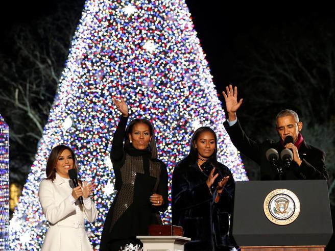 Usa, il presidente Obama accende per l'ultima volta l'albero di Natale