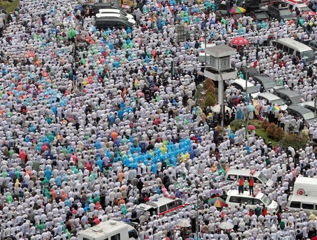 «Insulta il Corano»: in piazza contro il governatore cristiano