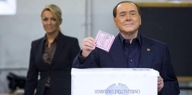 Il leader di Forza Italia Silvio Berlusconi al seggio elettorale (Ansa)