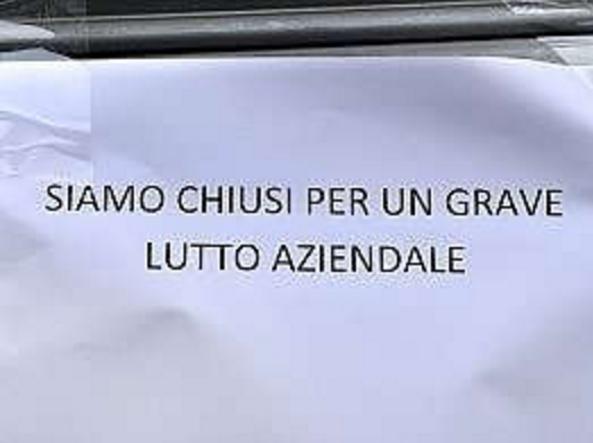 Tragedia a Torino, operaio muore schiacciato in un macchinario per panettoni