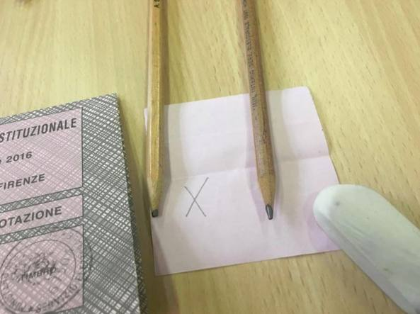 Referendum, da Roma a Genova: il caso delle matite concellabili
