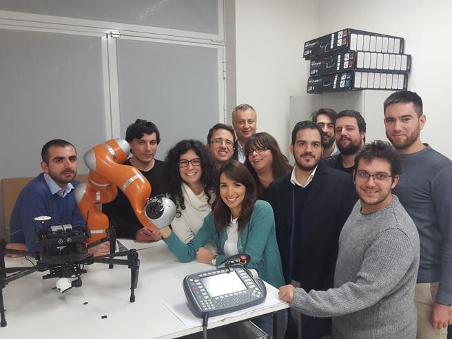 Robot che imparano da soli (e migliorano)A Reggio Emilia nel laboratorio ArsControl Video