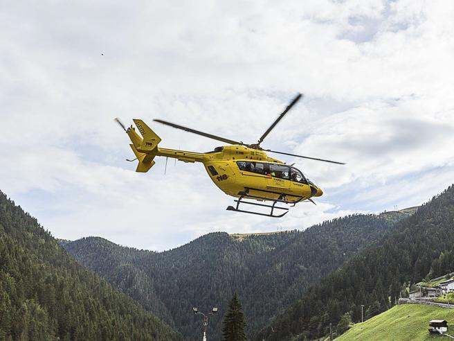 Piemonte,  tre sciatori cadono in un dirupo: un morto e due feriti