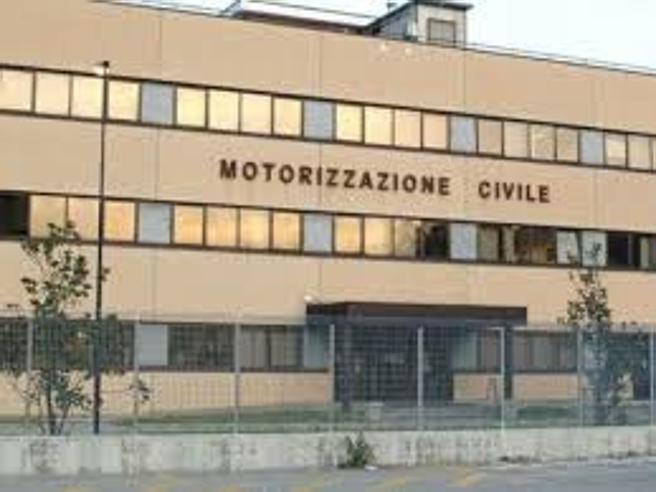 Alla motorizzazione civile di Napoli6 su 10 hanno guai con la giustizia