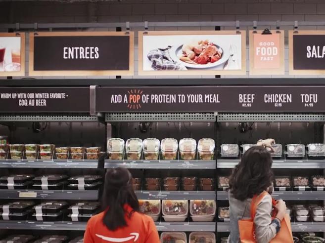 Amazon apre il primo super senza casse né cassieri|Il video