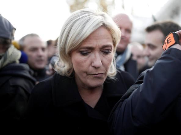 Le Pen, basta scuola e cure gratis ai figli dei clandestini