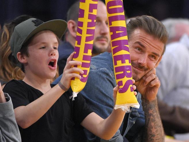 Canzone per Natale di Cruz, il figlio 11enne di Beckham: ed è polemica
