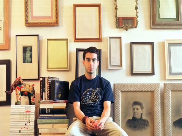 Jonathan Safran Foer nel suo appartamento di New York nel 2002 (Foto Jim Cooper)