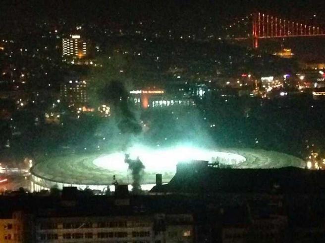 Istanbul, doppio  attentato vicino  allo stadio del Besiktas 15 morti Diretta|Video|Foto
