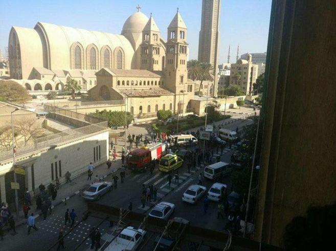 Cairo, attentato nella cattedrale coptaAlmeno 25 morti e decine di feriti