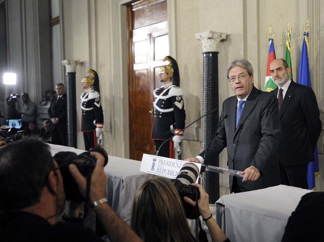 Grillo: «Non stiamo con i voltagabbana»Salvini: «Gentiloni fotocopia di Renzi»