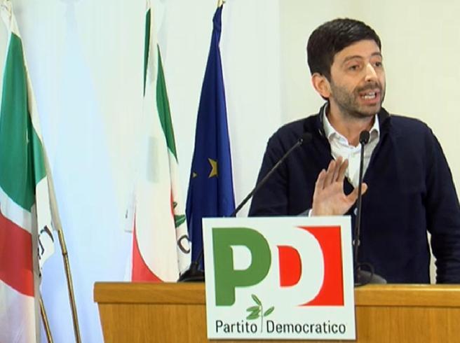 Renzi: «Al voto nei prossimi mesi,  il Pd non ha paura»La minoranza:   ci dica se è fuori chi ha votato No
