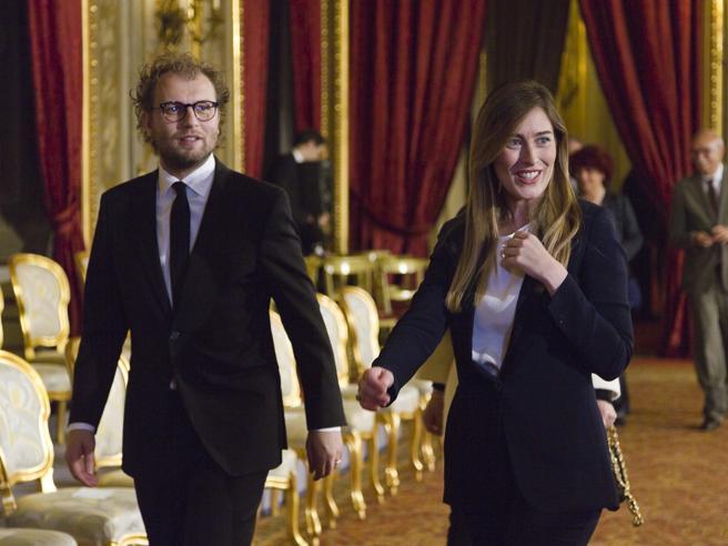 Il «giglio magico» resiste nei posti chiave Renzi-Gentiloni,   governi a confronto:  votate